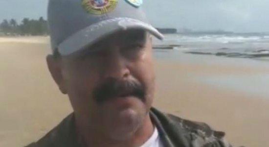 Gildo Lanches leva comida para voluntários que limpam óleo nas praias de Pernambuco
