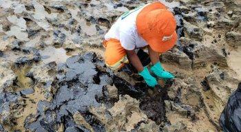 Manchas de óleo estão aparecendo nas praias do Nordeste