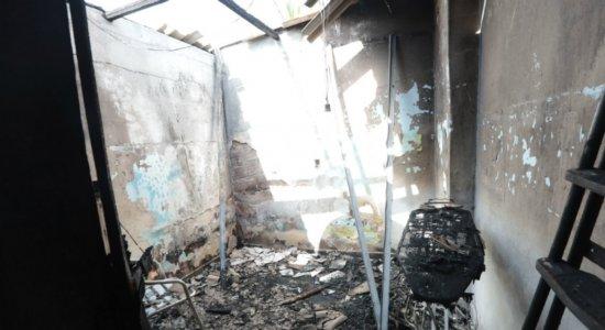 Porteiro que teve 90% do corpo queimado em incêndio morre no HR
