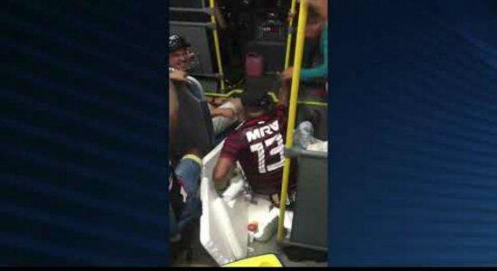 Vídeo: ônibus escolar de Lagoa de Itaenga é utilizado para 'farra'