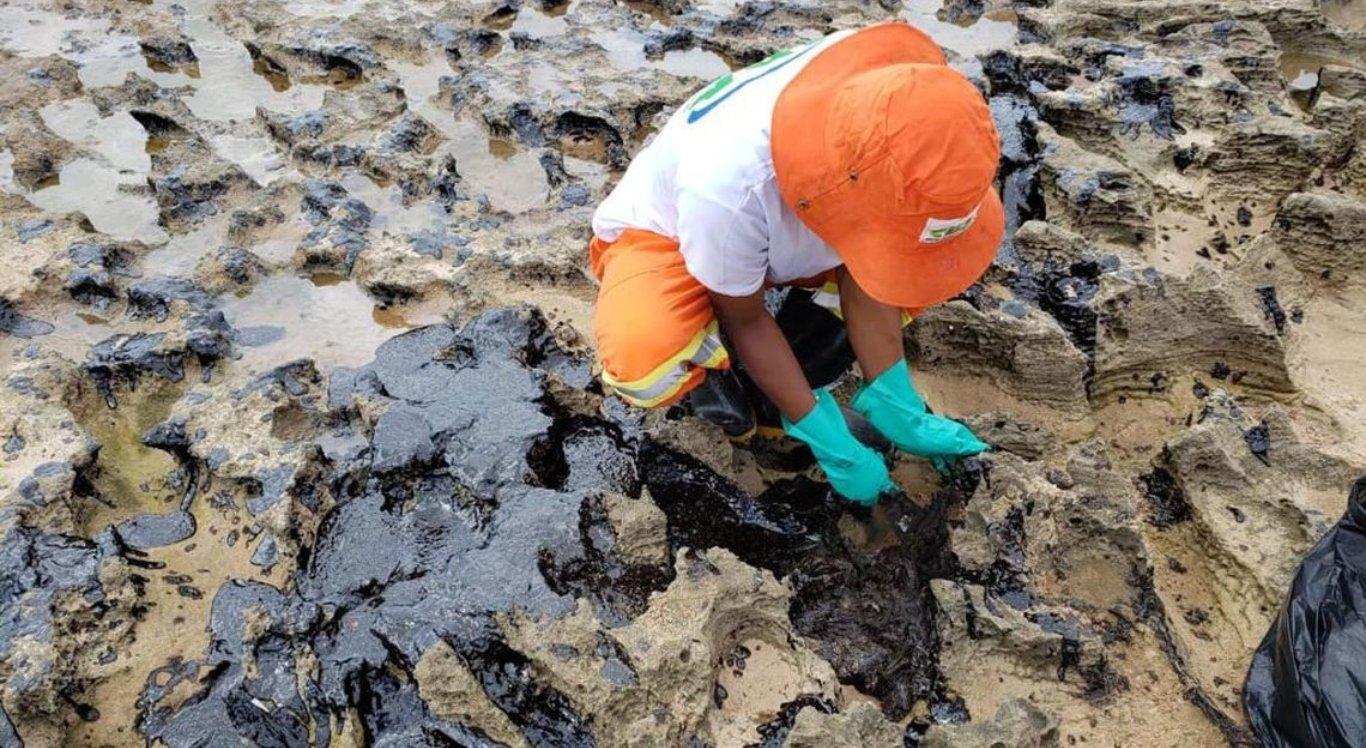 Manchas de óleo atingem praias do litoral do Nordeste