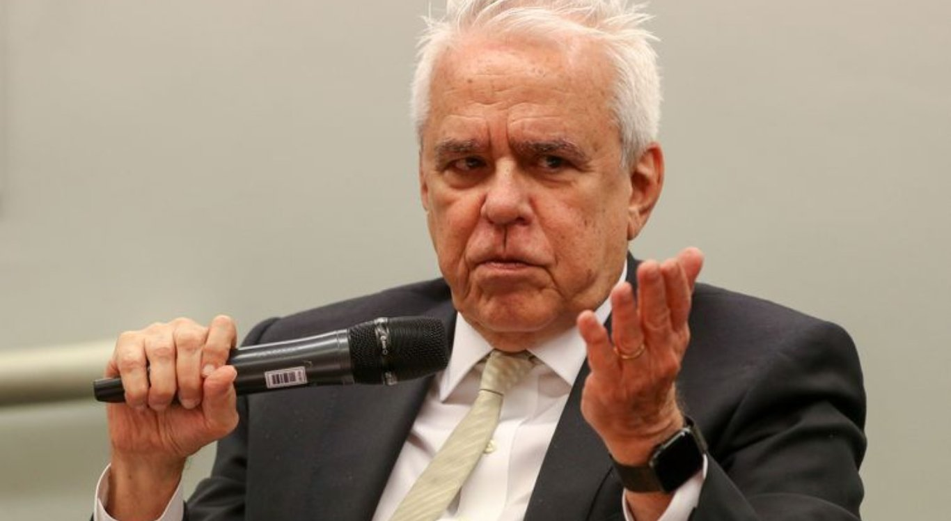 Roberto Castello Branco comparou o óleo retirado das praias do Nordeste ao desastre ambiental no Golfo do México