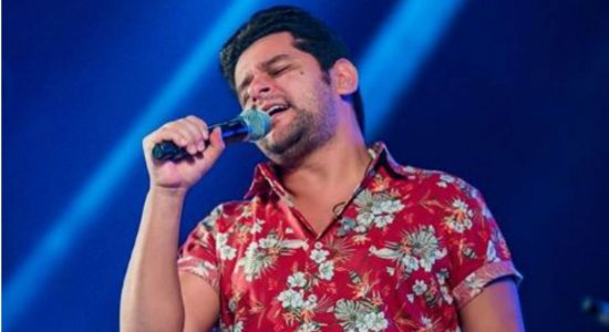 Léo Magalhães nega compra de direitos da música 'Caneta Azul'