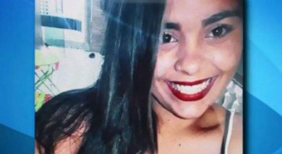 Dor e comoção marcam enterro de mulher encontrada morta em motel
