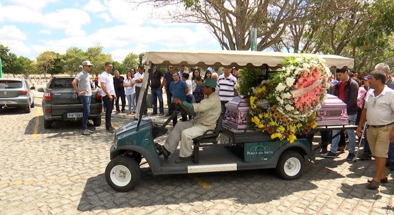 Estudante foi velada e sepultada nesta terça