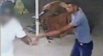 A vítima foi abordada por criminosos armados