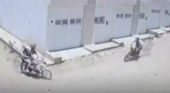 Câmera mostra momento em que motos colidem no Agreste