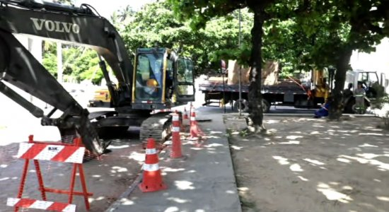 Obras interditam Avenida Sigismundo Gonçalves, em Olinda