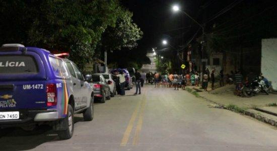 Jovem é morto a tiros na frente de casa no Cabo de Santo Agostinho
