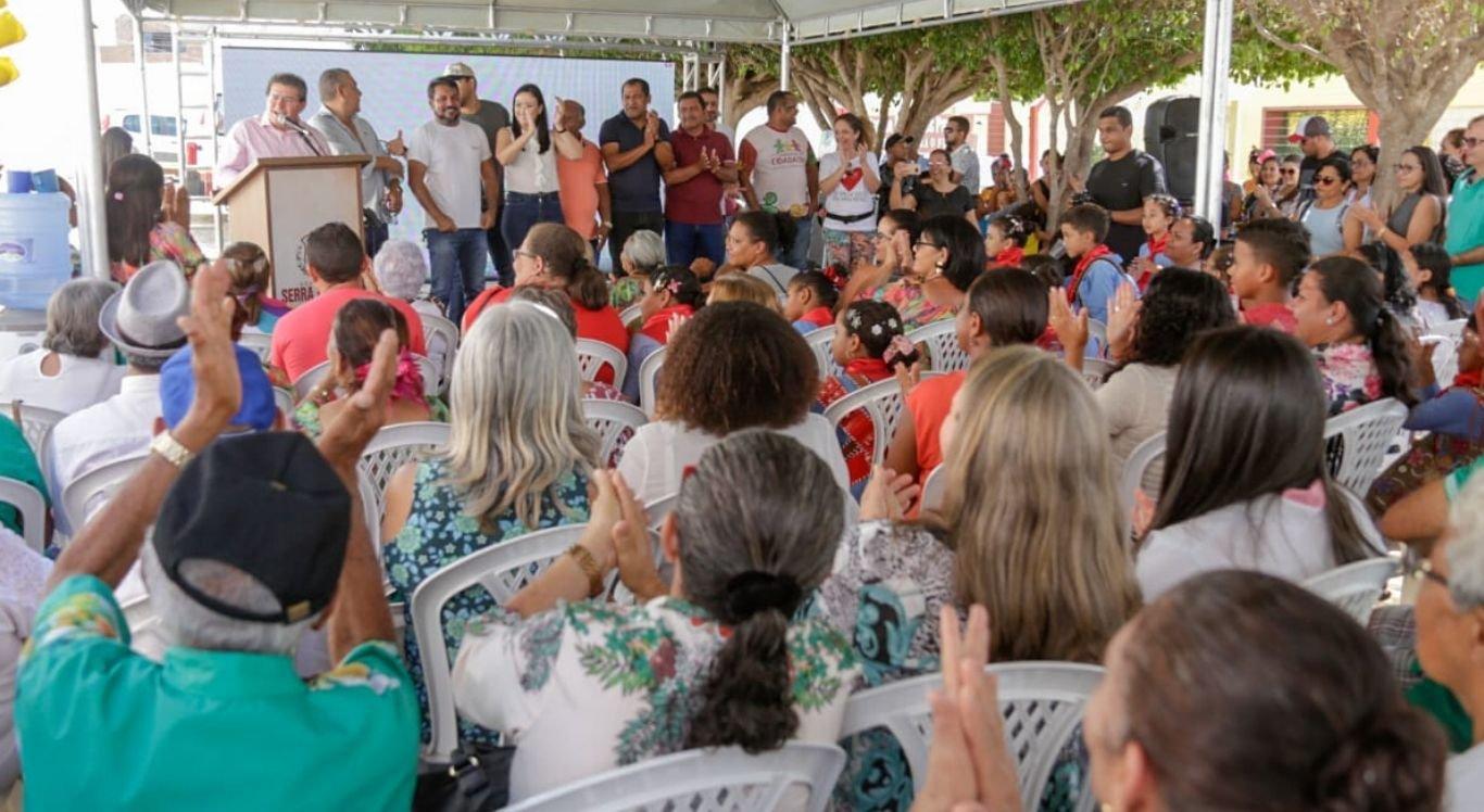 Dezenas de pessoas receberam atendimento médico, de assistência social e participaram de atividades educativas e esportivas