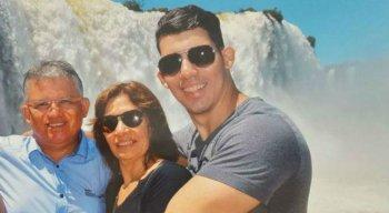 Jussara Paes e o filho mais velho do casal são acusados pelo homicídio do médico Denirson Paes.