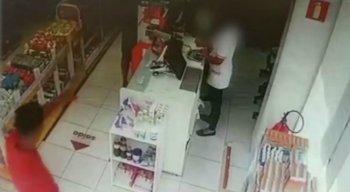 Os criminosos fugiram sem levar nada da farmácia