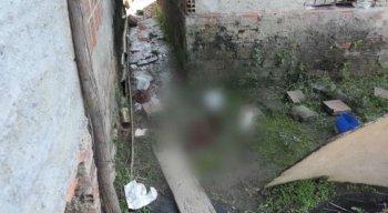 O corpo do homem foi encontrado no quintal da casa dele