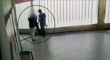Os assaltos foram registrados por câmeras de segurança