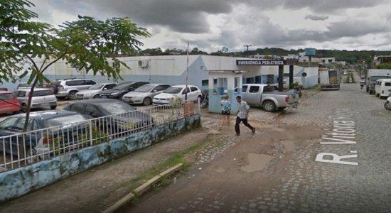Homem rouba médicos e pacientes dentro de hospital, em Camaragibe