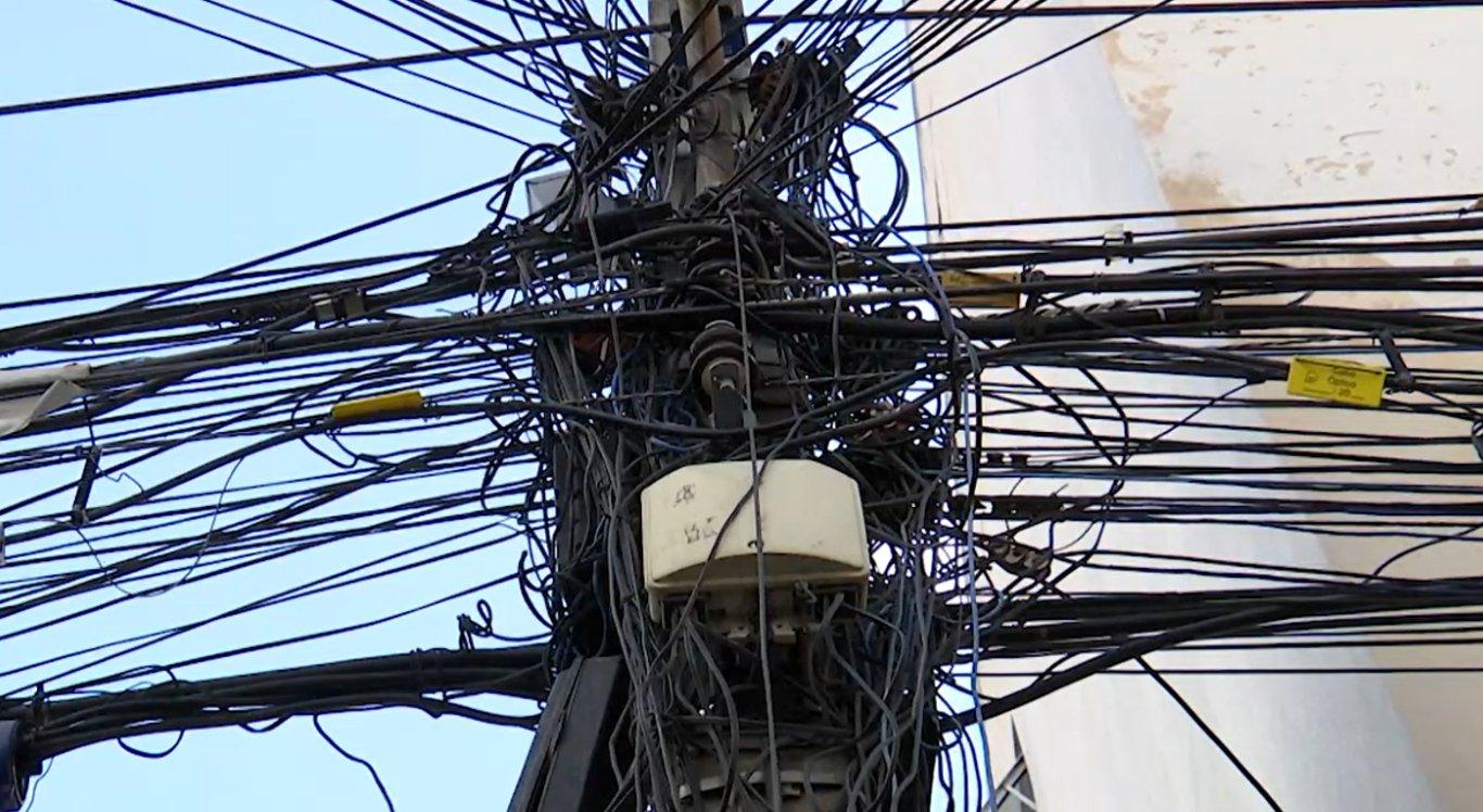 Alguns fios de internet apresentam certas irregularidades na sua instalação e podem causar acidentes