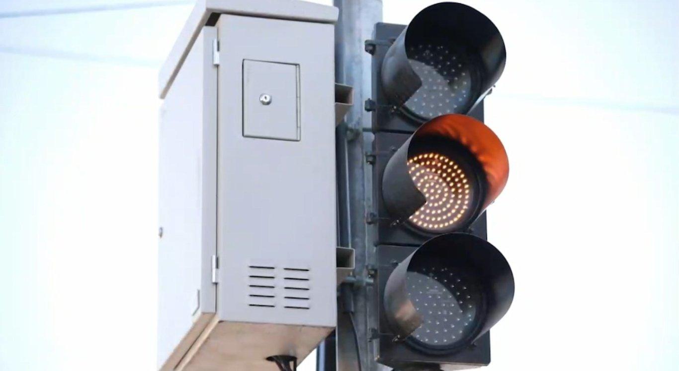 Motoristas e pedestres reclamam de falta de funcionamento de semáforos em Caruaru