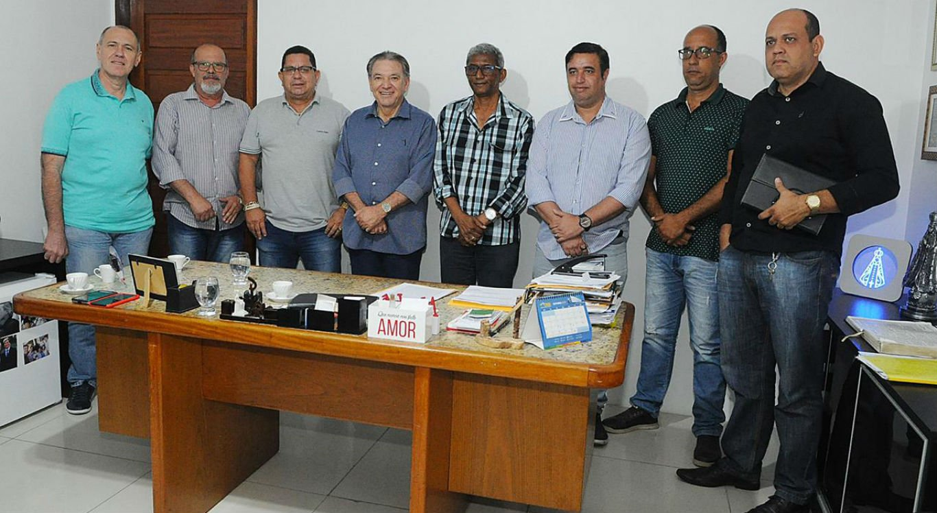 Comitiva esteve no gabinete da presidência da Câmara de Caruaru