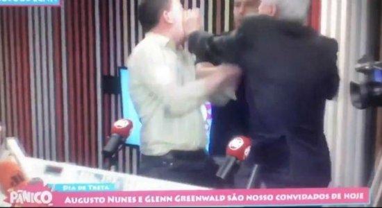 Augusto Nunes agride Glenn Greenwald durante 'Pânico' na Jovem Pan
