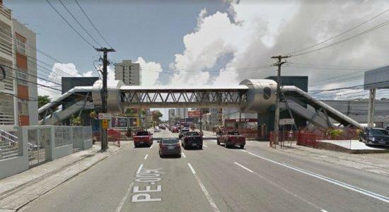 Pedestres reclamam de estrutura de passarela no Pina