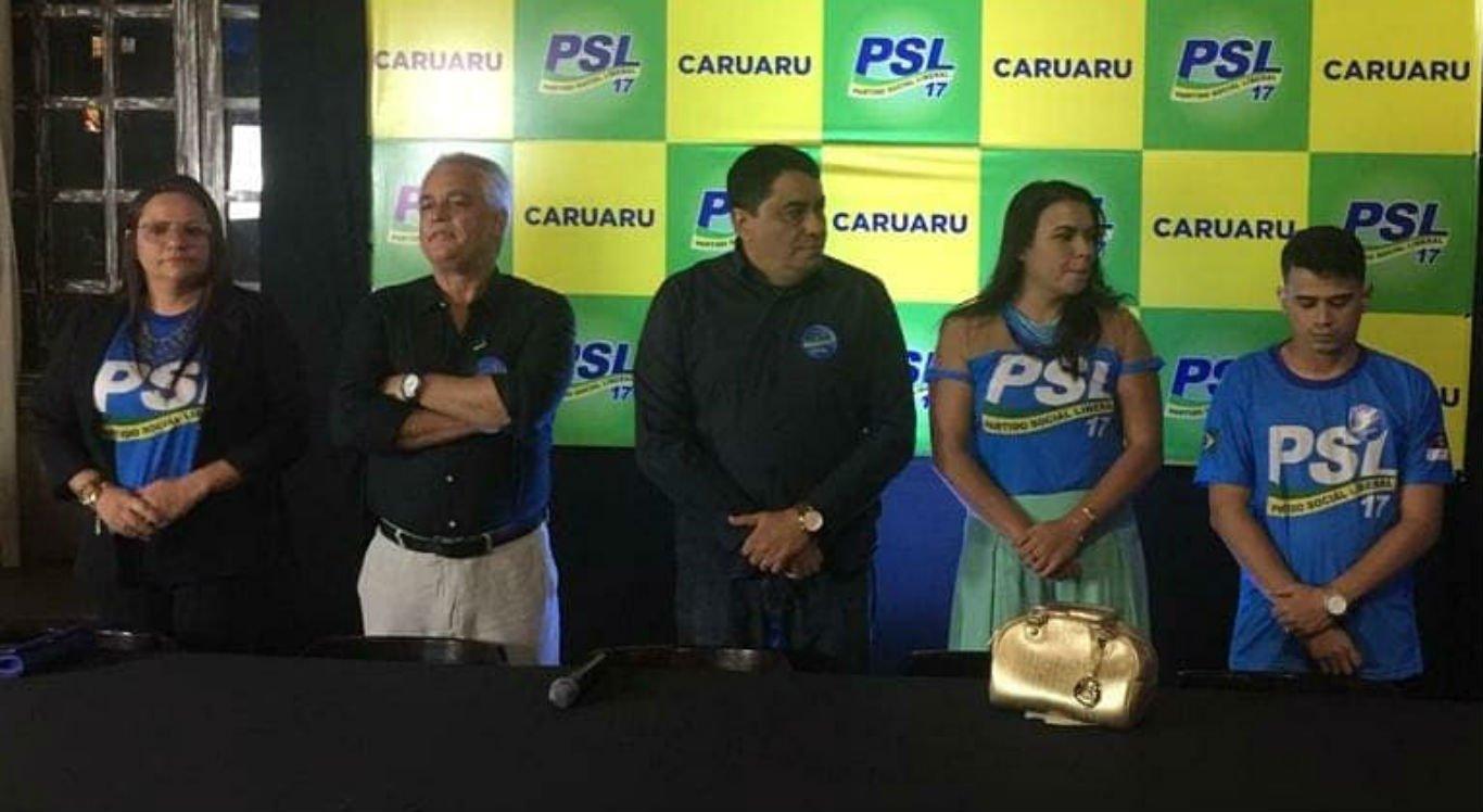 Manoel Santos (centro) é o pré-candidato do PSL à prefeitura de Caruaru