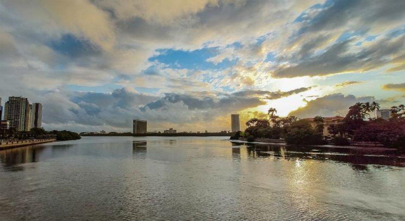 Tempo parcialmentenublado a claro sem chuva predomina em toda a região do Grande Recife ao longo deste sábado (9)