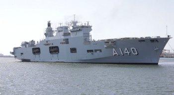 O navio com os fuzileiros navais desembarcaram na manhã deste domingo (10) no Porto de Suape
