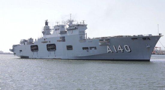 Fuzileiros Navais chegam em Suape para ajudar na limpeza do óleo no Nordeste