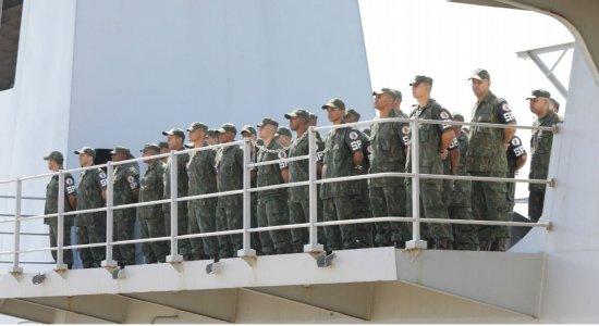 Cerca de 700 militares desembarcaram no Porto de Suape