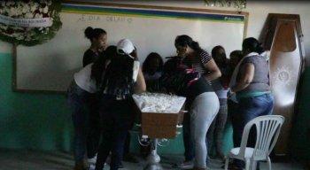 Família se despede do adolescente venezuelano morto a tiros em Igarassu
