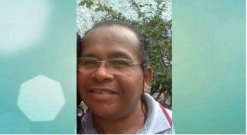 Ele é aposentado há dois anos, por invalidez, após ter sofrido um Acidente Vascular Cerebral (AVC)