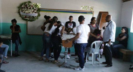 Corpo de adolescente venezuelano morto a tiros é velado em Igarassu