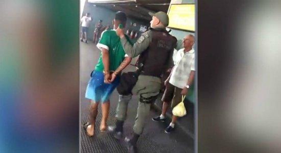 Homem armado é preso com munições envenenadas no metrô, em Jaboatão