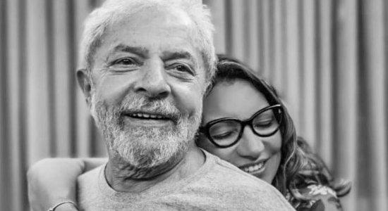 """Namorada de Lula se declara em foto nas redes sociais: """"De volta ao meu aconchego"""""""