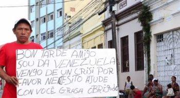 A situação dos imigrantes venezuelanos é crítica. Eles pedem apoio a quem passa pelas ruas do centro do Recife