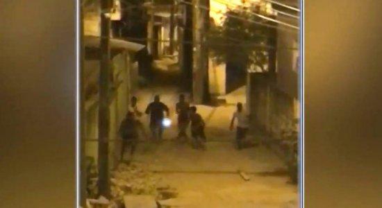 Suspeito de assaltar mulher é espancado pela população; veja vídeo