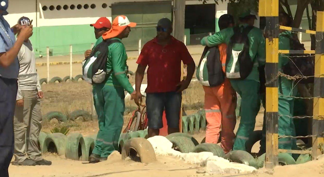 Trabalhadores da coleta de lixo paralisaram as atividades
