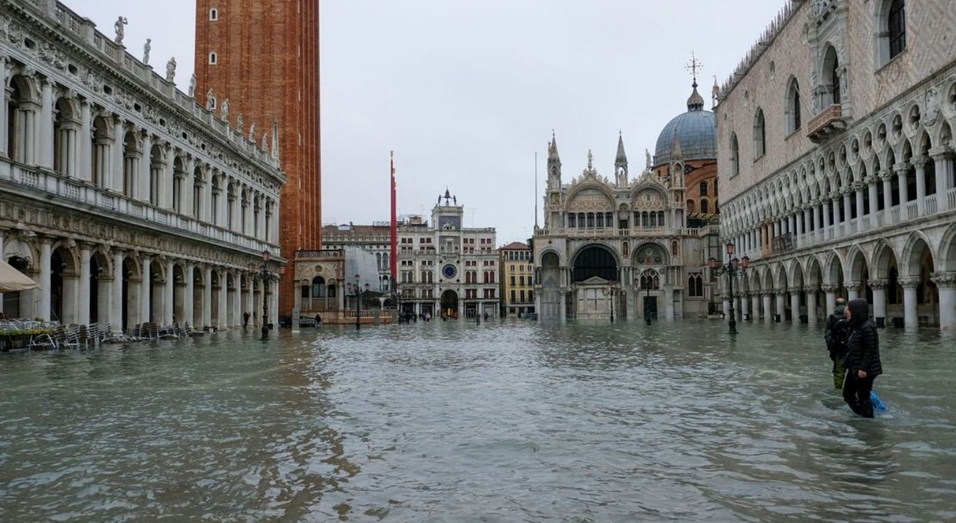Apenas uma vez, desde que há registros, verificou-se uma maré mais alta: 1,94m em 1966.