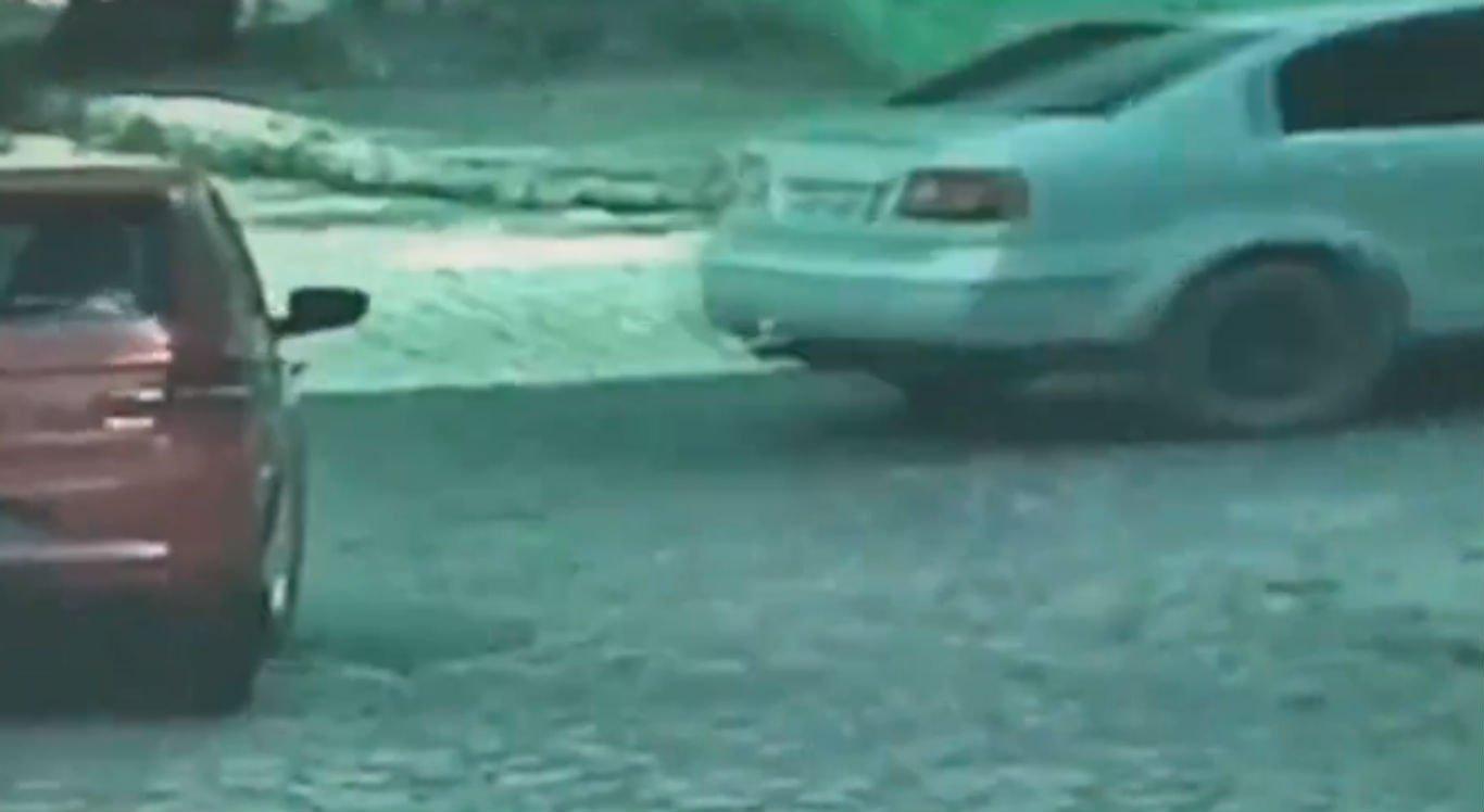 Mulher foi assaltada quando chegava em casa no bairro Petrópolis