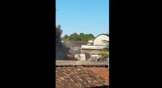 Vídeo: incêndio em antiga fábrica de bebidas na Zona Sul do Recife