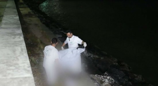 Parentes de menino encontrado morto em praia de Olinda acreditam que ele foi empurrado