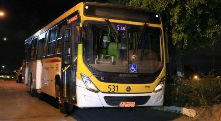 Mulher morre atropelada por ônibus no terminal de Jardim São Paulo