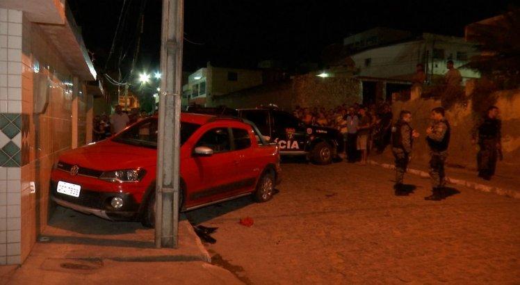 Suspeito bateu carro em poste durante perseguição