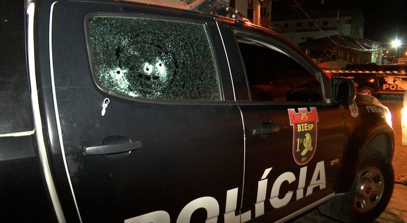 Viatura foi atingida por disparos de arma de fogo