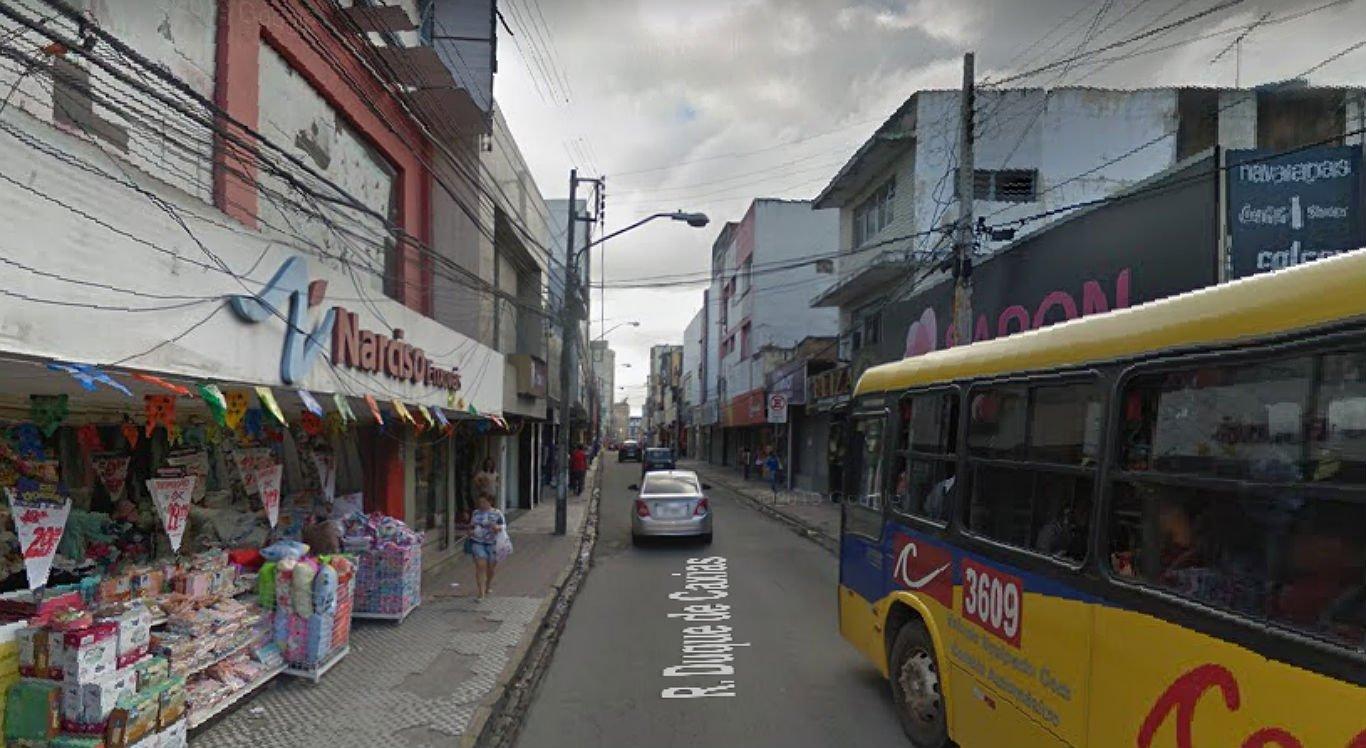 Serviço está sendo realizado na Rua Duque de Caxias