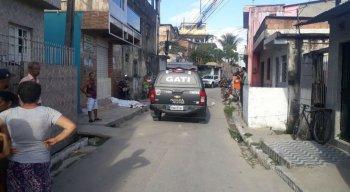 Mulher foi morta a tiros no bairro São Francisco, no Cabo de Santo Agostinho