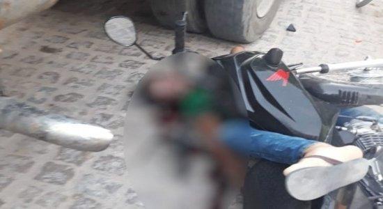 Acidente entre motocicleta e caminhão deixa homem morto no Agreste