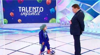 Gabriel e Silvio Santos durante o quadro ''Talento Infantil''