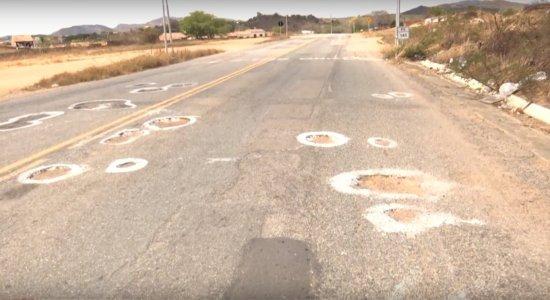 Situação aumenta os riscos de acidentes e assaltos no percurso