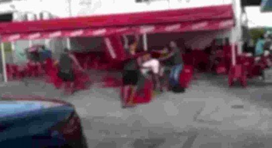 Vídeo mostra briga em posto de combustíveis na Zona Norte do Recife